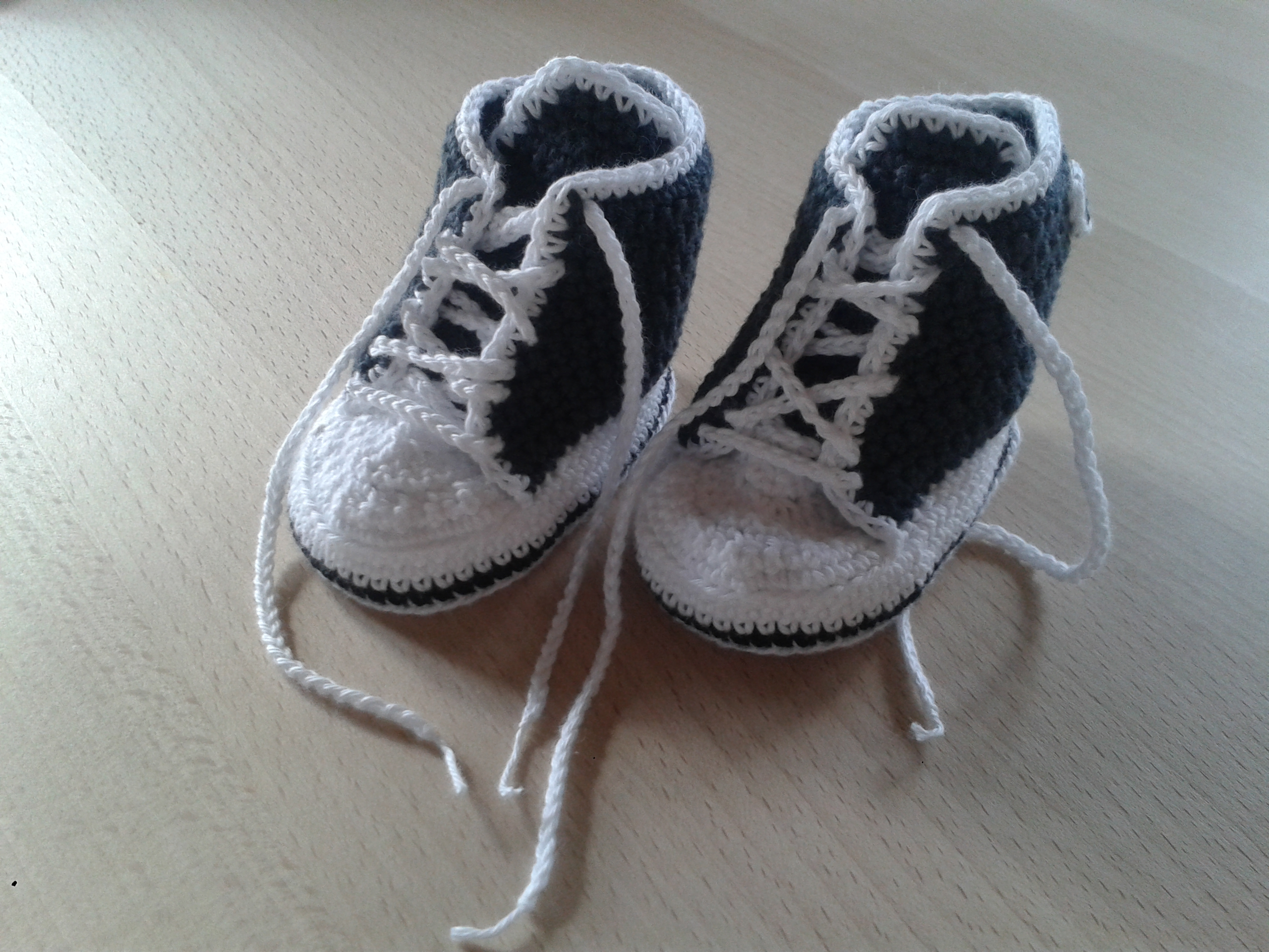 adddbb2bd14 (Denne opskrift er ikke gennem prøver, jeg har ikke haft mulighed for at  prøve converse skoene på babyer, så der er ingen garan 20150401_161506